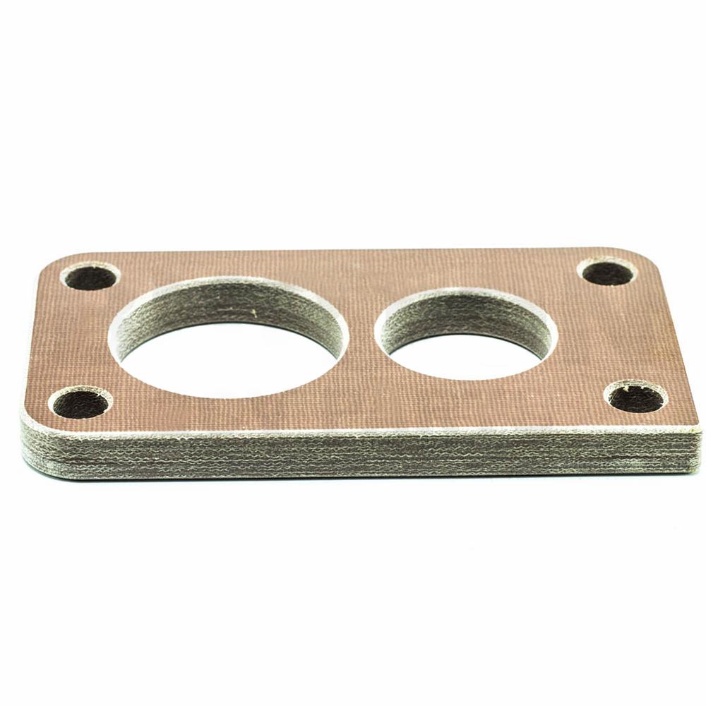 Carburettor base spacer flange for double barrel carburettor